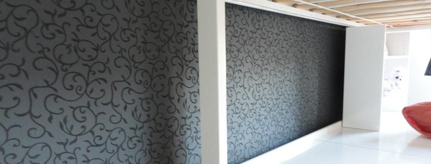 huis muur behangen met het schilderen van